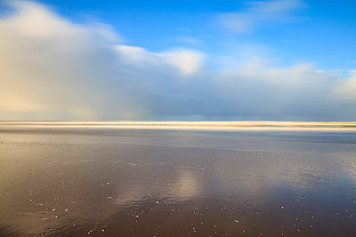 Northsea - p417m1208476 by Pat Meise