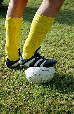 Fußballerbeine - p0890022 von Gerd Olma