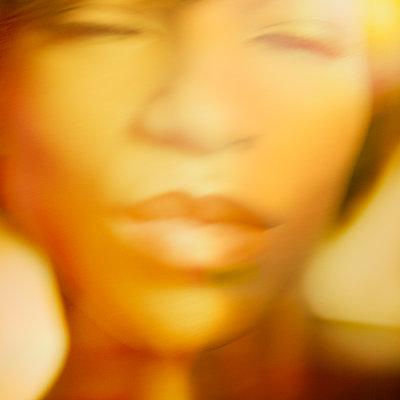 Young woman close-up - p1614m2206434 by James Godman