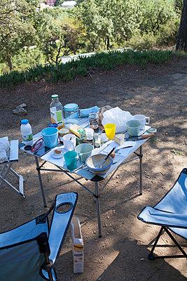 Frühstück im Freien - p447m968017 von Anja Lubitz