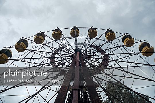 Ferris wheel in an abandoned amusement park in the city of Pripyat Chernobyl, Ukraine - p1166m2159532 by Cavan Images