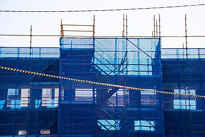 Construction site with safety net - p1170m1044321 by Bjanka Kadic