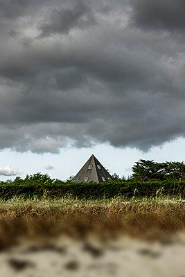 Strandhaus mit Spitzem Dach - p248m1538249 von BY