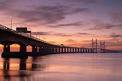Sunset over the Prince of Wales Bridge in winter, Gloucestershire, England, United Kingdom, Europe - p871m2209438 by Adam Burton