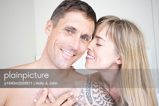 Couple in love, portrait - p1640m2259571 by Holly & John