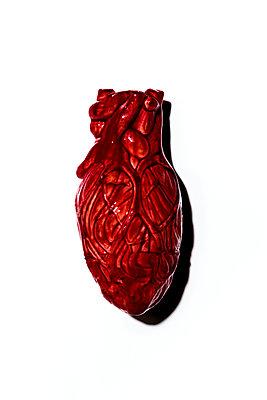 Herz auf weißem Hintergrund - p1094m1559741 von Patrick Strattner