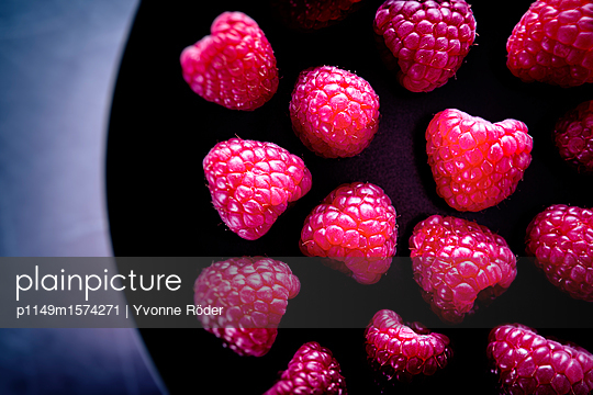 Raspberries - p1149m1574271 by Yvonne Röder