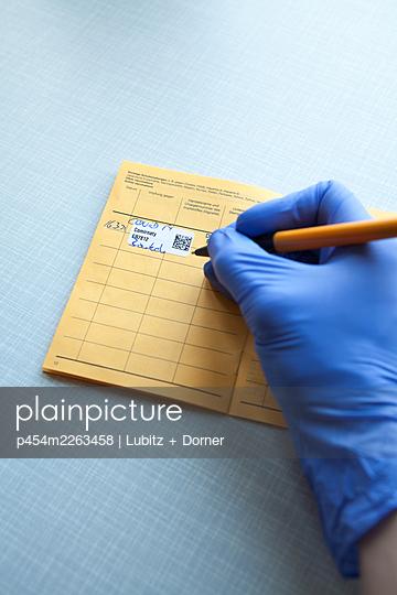 Vaccination certificate entry - p454m2263458 by Lubitz + Dorner