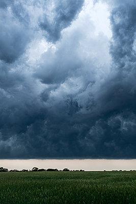 Dunkle Wolken - p1338m2196196 von Birgit Kaulfuss