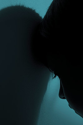 Silhouetted boy  - p1228m2245708 by Benjamin Harte