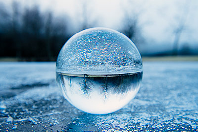Close up of crystal ball on frozen lake - p924m1230170 by Pete Saloutos