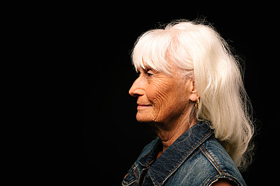 Profile portrait smiling, confident senior woman with white hair - p1192m2124071 by Hero Images