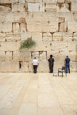 Betende Juden an der Klagemauer - p1267m1514258 von Wolf Meier