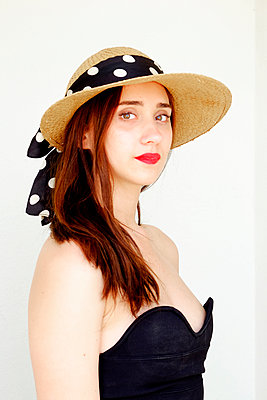 Young woman with hat  - p1521m2081612 by Charlotte Zobel
