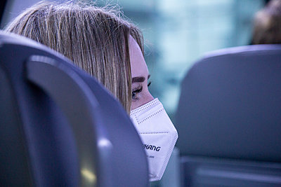 Young woman with FFP2 mask in the train - p1650m2285226 by Hanna Sachau