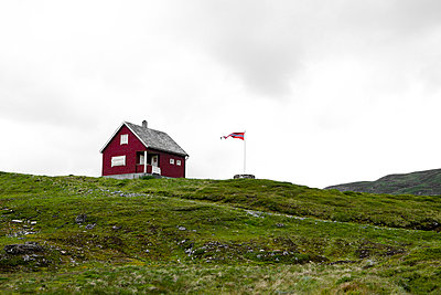 Red hut in Norway - p2481095 by BY