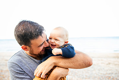 At the beach with daddy - p796m2264122 by Andrea Gottowik