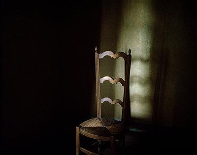 Alter Stuhl - p945m791471 von Aurelia Frey
