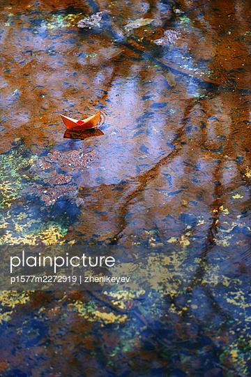Paper boat floating on a lake - p1577m2272919 by zhenikeyev