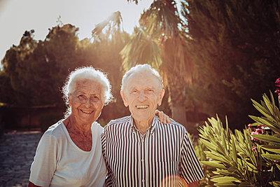 Greece, Senior couple, portrait - p713m2283582 by Florian Kresse