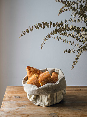 Baguette in bread basket - p1522m2093446 by Almag