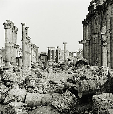 Ruins in the ancient city of Palmyra, Syria, a UNESCO World Heritage Site - p429m802835 by Cultura