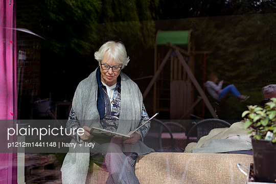 Großmutter und Enkel - p1212m1441148 von harry + lidy