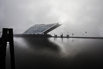Dockland office building - p710m2054478 by JH