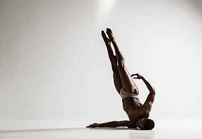 Dancer - p1139m2022095 by Julien Benhamou