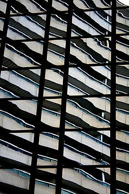 Gespiegelte Fassade - p1268m1083354 von Mastahkid