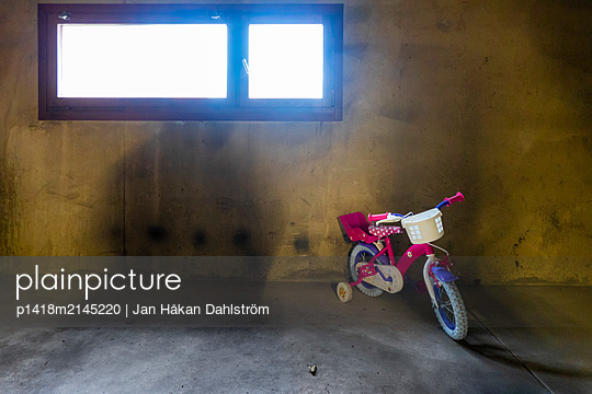 Child bicycle in garage - p1418m2145220 by Jan Håkan Dahlström