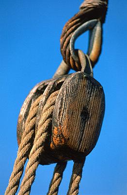 Hemp rope - p1003m760261 by Terje Rakke