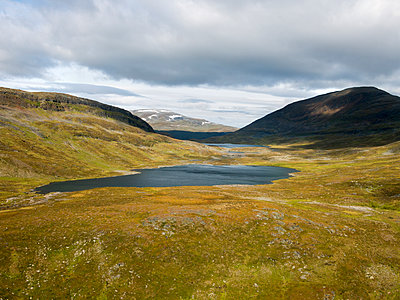 Mountain lake in Lapland - p1216m2184537 by Céleste Manet