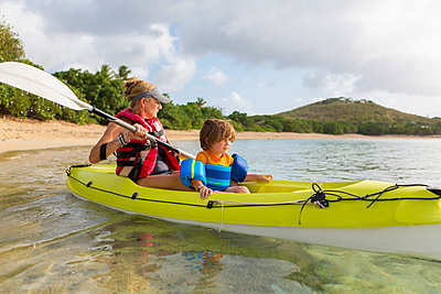 Caucasian mother and son in kayak - p555m1522715 by Marc Romanelli