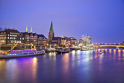 Weser River, Bremen, Germany - p871m2068595 by ProCip