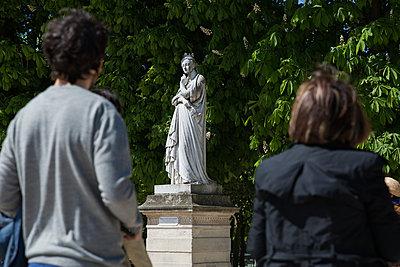 Sculpture in Jardin du Luxembourg - p940m1132503 by Bénédite Topuz