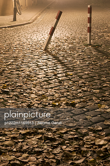 Herbstliche Straße - p1222m1169513 von Jérome Gerull