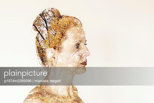 Autumn face - p1574m2285096 by manuela deigert