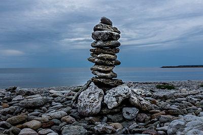 Steinhaufen am Strand - p393m1115427 von Manuel Krug