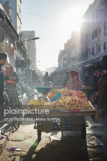 Morocco, Essaouira, Weekly market - p1167m2269972 by Maria Schiffer