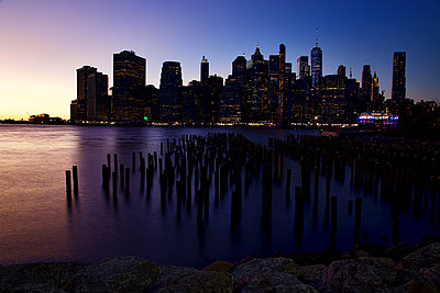 Dusk in New York - p1399m2065847 by Daniel Hischer