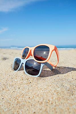 Sonnenbrille - p464m1573998 von Elektrons 08