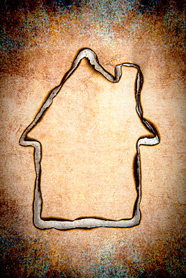 Abgebranntes Haus - p451m2228648 von Anja Weber-Decker