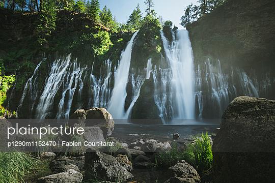Burney Falls, Kalifornien - p1290m1152470 von Fabien Courtitarat