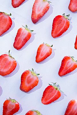Strawberries - p1149m2098901 by Yvonne Röder