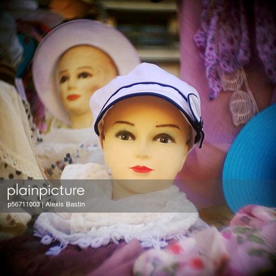 Puppen vom Flohmarkt - p56711003 von Alexis Bastin