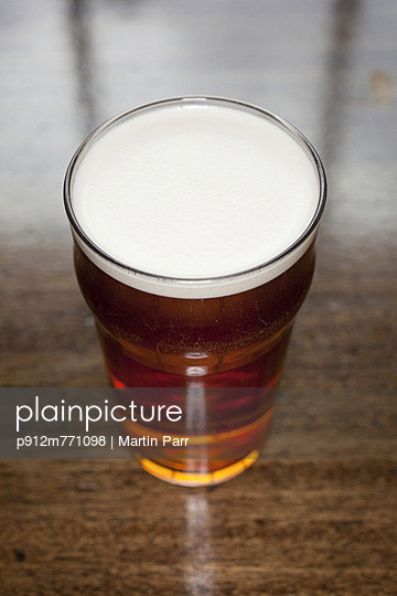 Beer - p912m771098 by Martin Parr