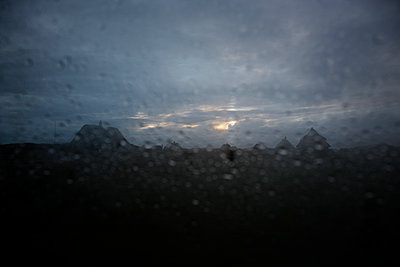 Rain drops on car window - p707m1093275 by Sorin Morar
