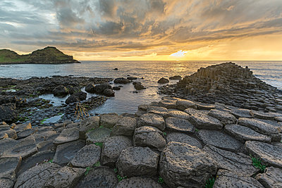 Giants Causeway at sunset, UNESCO World Heritage Site, County Antrim, Ulster, Northern Ireland, United Kingdom, Europe - p871m1480658 by francesco vaninetti