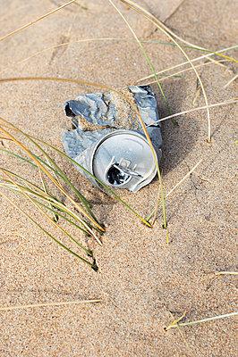 Müll am Strand - p896m836060 von Patrick Post